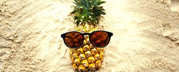 A pineapple with sunglasses